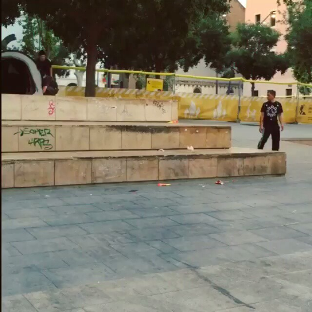 10643946 1683893061881188 1445097214 n - #MACBA fun with @jonas02skate...