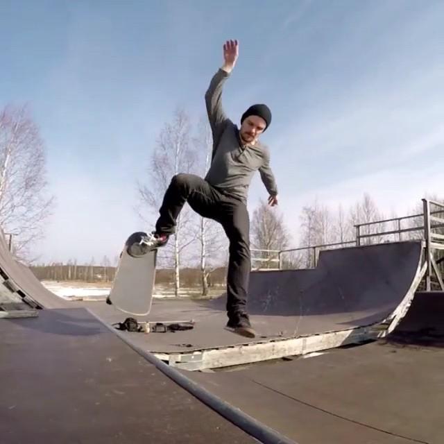 11280367 384683291727508 1617451537 n - Blunt to frontfoot impossible️️@niklasehnberg  #Shralpin #SkateEveryDamnDay...