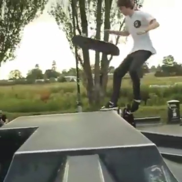12081064 1556029891324268 989252703 n - Skateboarder @EllisFrost demonstrates his wood-pushing voodoo......