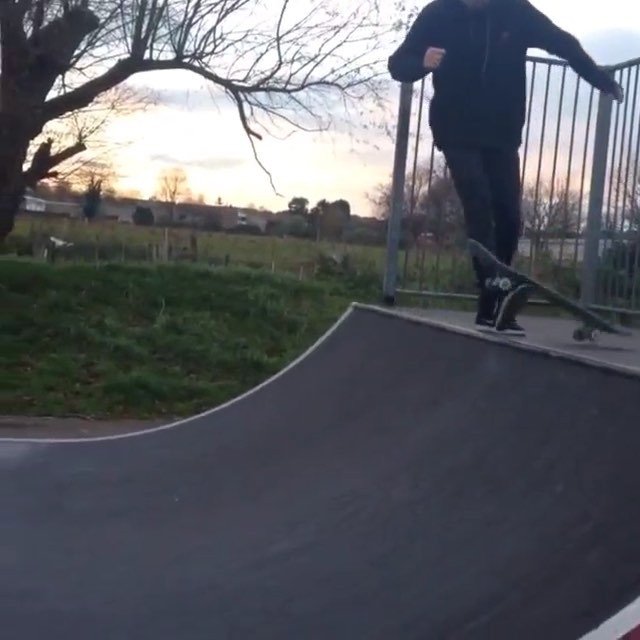 12276923 704809252989210 1201622020 n - Silly tricks and triple flips from @ellisfrost...