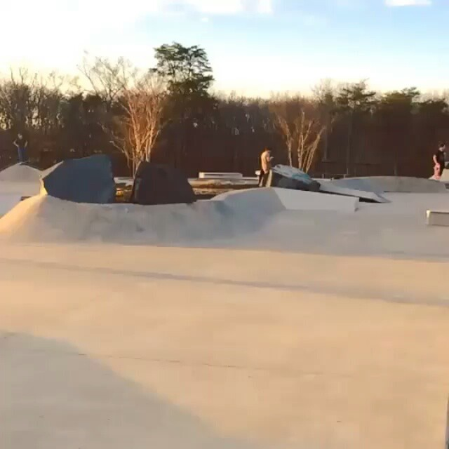 12338654 154115618280077 357529814 n - Going the distance on this kickflip from @yoshitanenbaum : @mymansandthem...