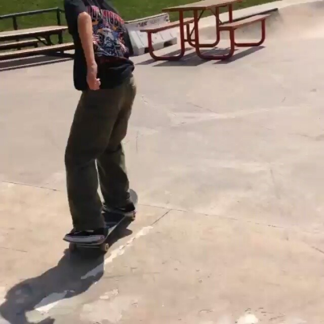 12907424 466204843571416 1944378141 n - @bennetttoby has a bad ass way of skating : @davidgravette...