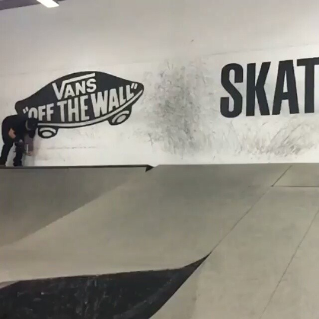 13398542 1137190903018429 332571754 n - Flip in and flip out... of a wall dance: @aaronjawshomoki at the @transworldskat...
