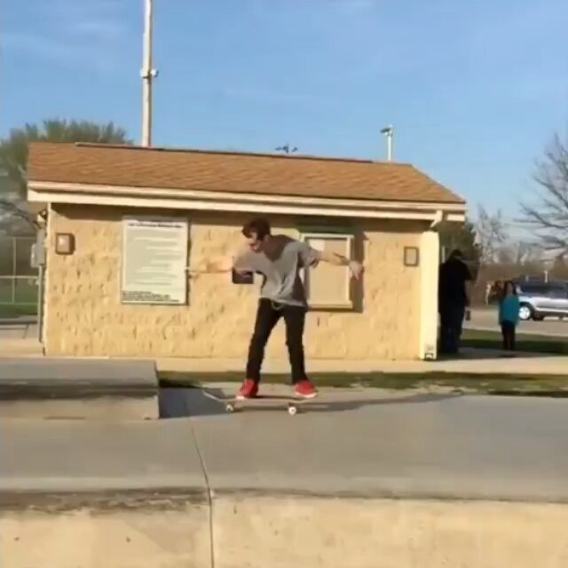 14240722 1038927699558099 1511189619 n - Nice bag of tricks from @chris_sk8s_parsons Kickflip to One-Footed Nose Manny - ...
