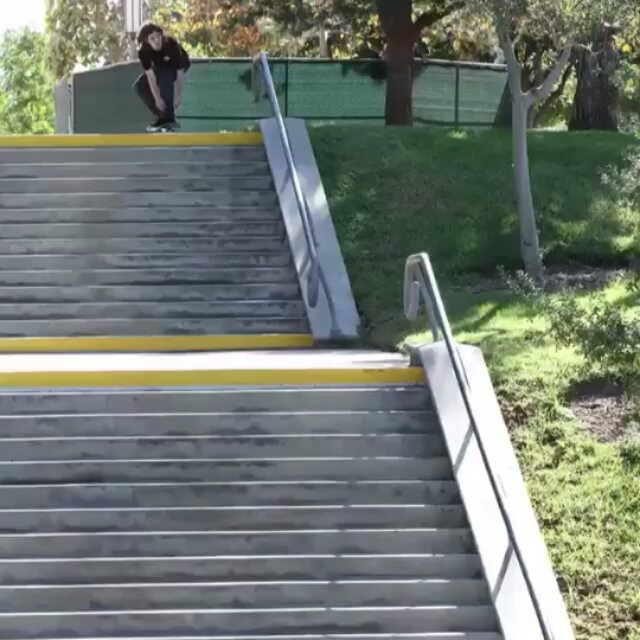 14719090 1715398968781424 2463577345311637504 n - gif of @chasewebb double back 50-50...