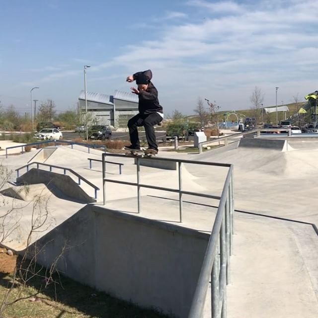 15876552 1626038527699932 8600687600971284480 n - Whoever said this rail isn't for skating never met @saschadaley  @erymer...