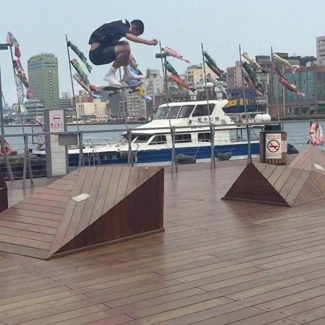 18095354 253563728445588 2438391060087439360 n - Savage skating from @milessilvas & @rodrigotx...