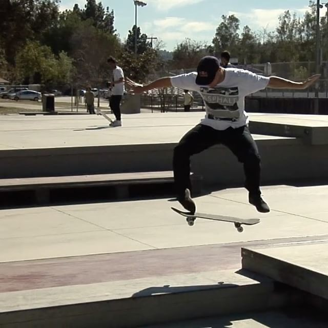 18579825 947202892049302 8853310980252237824 n - Quick one at #NoHo plaza with @sewakroetkov : @thejoeface...