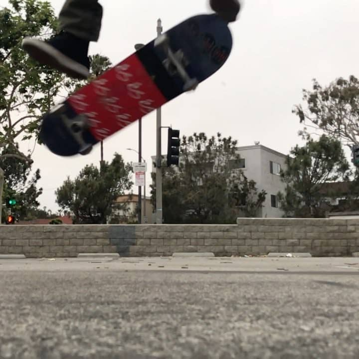 38261758 1772806012816496 12225109011988480 n - Varial flip or shuv it kickflip by @kellyhart? Which one do you call it?...