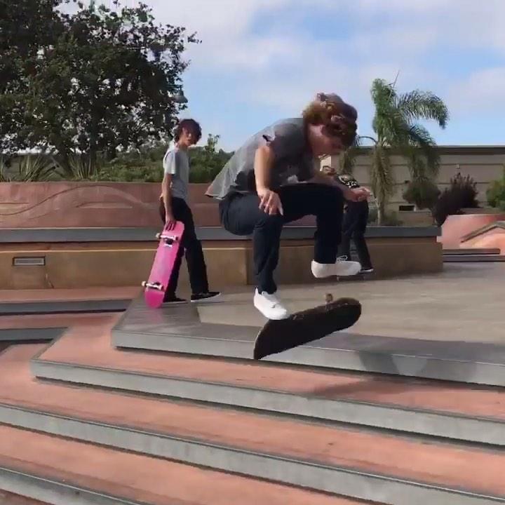 67977598 2405340586408677 1043518073637342686 n - Effortless kickflip up @dylanjaeb : @sean.pushea #shralpin #skateboarding...
