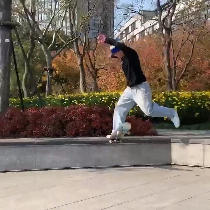 Damn that looks nice @bradcromer : @tylercichy .  #shralpin#skateboard#skateboar…