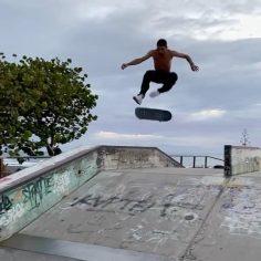 Huge tre noseslide @lawrenceravail : @jojopoppop #shralpin #skateboarding…