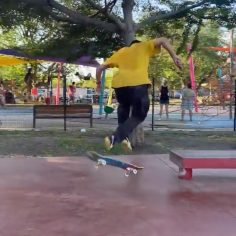 Getting twisted with @lawrenceravail : @lamy_rodrigue #shralpin #skatebording…
