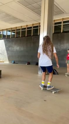 Going with the flow @sergio_santoro : @thiagodleao #shralpin #skateboarding…