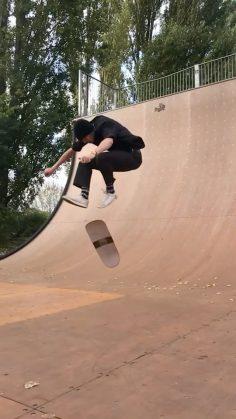 How did @ellisfrost do this? : @lewis.dowling18 #shralpin #skateboarding…
