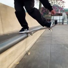 Perfect frontside noseslide @trentmcclung : @trevormcclung…